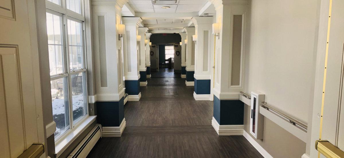 E Glenwell Hallway